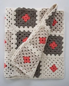 Video tutorial on how to sew together granny square with whipstitch from the excellent Purl been blog by Purl Soho.