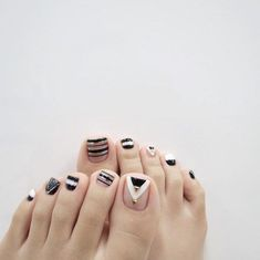 Countless wonderful summer toenail designs that are not in the air. Your toe nails deserve a lot of attention when it comes to fashion. Pedicure Designs, Pedicure Nail Art, Toe Nail Designs, Toe Nail Art, Diy Nails, White Toenail Designs, Love Nails, How To Do Nails, Pretty Nails