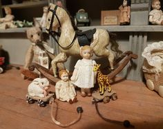 Little Miniature: Popjes en trekkarretjes Diy Doll Miniatures, Miniature Dolls, Victorian Dolls, Antique Dolls, Dolls House Figures, Doll Houses, Dollhouse Toys, Hobby Photography, Doll Shop