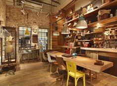Janelas amplas, tijolos e madeiras de demolição: para criar o espaço, o arquiteto Ricardo Campos inspirou-se nos galpões industriais ingleses  (Foto: Divulgação)