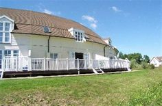 4 Bedroom Lodge in Cirencester to rent from £745 pw. With balcony/terrace and DVD.