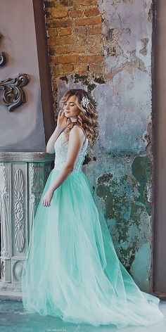 mariya guseva green wedding dress / http://www.himisspuff.com/colorful-non-white-wedding-dresses/2/