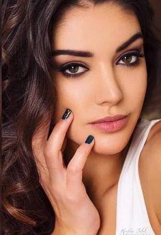 The beauty of woman, in all its forms. Beauty Art, Beauty Makeup, Eye Makeup, Brunette Woman, Brunette Beauty, Girl Face, Woman Face, Beauty Full Girl, Beauty Women