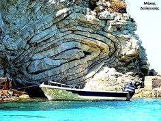 Slump Folds, Oligoceno sedimentos de carbonato expuestas en la isla jónica de Antipaxos, Grecia. Read more at http://www.geologyin.com/2016/09/10-amazing-geological-folds-you-should.html#j66PSHd1aXO0ERhA.99es