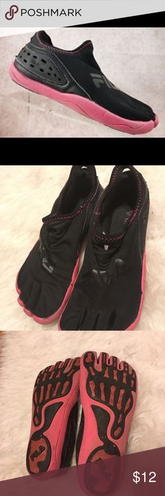 💦FILA SKELETOES💦 💕Women's 7M Black / Pink Neopreme Barefoot Athletic / Running Shoes FS Movement Technology💕 Great Condition! Lots of life left!! Fila Shoes Athletic Shoes