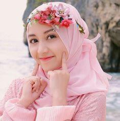 Hijaber Manja: Icca Model Beautiful Hijab From Bandung Beautiful Hijab Girl, Beautiful Muslim Women, Casual Hijab Outfit, Hijab Chic, Hijabi Girl, Girl Hijab, Hijab Dpz, Innocent Girl, Muslim Dress