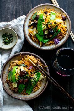 A gingery, garlicky stir fry loaded with blanched snow peas, fresh carrots, cabbage and mushrooms swimming in a umami filled sauce. Thai Ginger and Garlic Noodle Bowl Vegan + Gluten Free