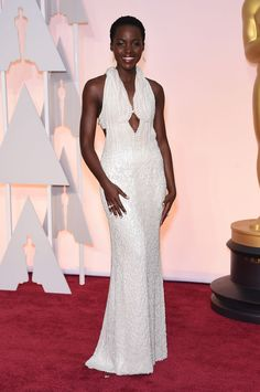 Lupita Nyong'o et sa robe Calvin Klein des Oscars 2015 inoubliable.