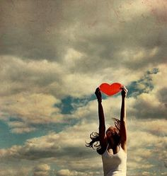 """""""Linda menina abra as asas, Voe o mais alto que puder Acredite você pode ir ainda mais alto Feche os olhos, imagine-se... Nunca olhe para baixo Levante as mãos para os Céus; Transpasse as barreiras da realidade e siga seu coração.""""  (Daniel Lessa)"""