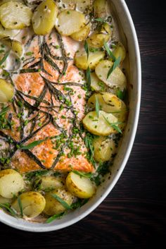 Salmon cooked in oven. Veggie Recipes, Fish Recipes, Seafood Recipes, Cooking Recipes, Healthy Recipes, I Love Food, Good Food, Seafood Dishes, Healthy Baking