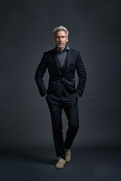 Mature Mens Fashion, Mens Fashion Casual Wear, Men Casual, Semi Casual Outfit, Semi Casual Dresses, Dapper Gentleman, Gentleman Style, Camouflage Sweatshirt, Studio Portrait Photography