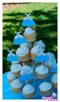 Bonitas ideas para tu próxima fiesta de Cenicienta. Consigue todo para tu fiesta en nuestra tienda en línea: http://www.siemprefiesta.com/fiestas-infantiles/ninas/articulos-cenicienta.html?utm_source=Pinterest&utm_medium=Pin&utm_campaign=Cenicienta