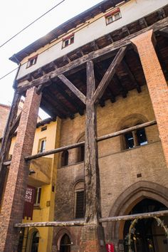 Looking for a Self-guided walking tour if you only have 2 hours in Bologna? Here is my Bologna Map with personal recommendations. By The Travel Tester Lake Como Italy Hotels, Bologna Italy, Living In Italy, Italy Holidays, Regions Of Italy, Southern Europe, Interesting Buildings, Italy Travel, Italy Trip