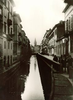 Milan, Naviglio (or canal) on via Fatebenefratelli 1925....it's gone!