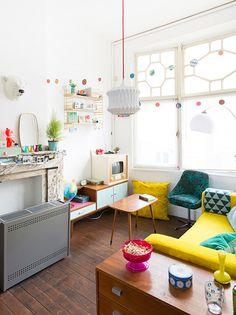 Binnenkijken in een kleurrijk vintage appartement in Gent