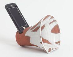 iPhone, iPhone docking station, steengoed dokkende post, telefoon, versterker, keramiek, aardewerk, tech, iPhone accessoire, spreker, kantoor, dock