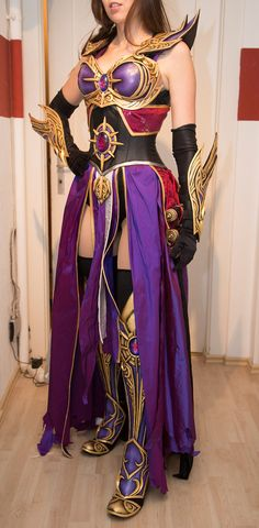 I don't know what character this is but the basic form works very well as a reference for my WIP lady Loki cosplay!