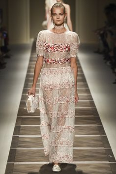 See the complete Etro Spring 2016 Ready-to-Wear collection.