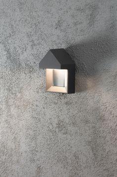 Artikel 10053 Mooi vormgegeven buiten wandlamp in een mat grijze kleur.  Geleverd met 1x 5 Watt Power LED. http://www.rietveldlicht.nl/artikel/wandlamp-10053-modern-aluminium-antraciet-rechthoekig