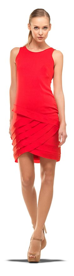 A solid color dress, of course, is the easiest column of all--especially with nude shoes. Trendy Dresses, Nice Dresses, Casual Dresses, Red Fashion, Womens Fashion, Street Fashion, Fashion Trends, Glamorous Evening Gowns, Evening Dresses