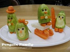 Fruit Carving Arrangements and Food Garnishes: Penguin Family. Fruit and Vegetable Carving Demo at Christmas Crafts Exhibition. Vegetable Animals, Fruit Animals, Cooking Humor, Food Humor, Fruit Decorations, Food Decoration, Pumpkin Snowmen, Fruit And Vegetable Carving, Vegetable Crafts
