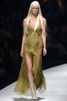 Versace Fall 2003 Ready-to-Wear Fashion Show - Donatella Versace, Dewi Driegen