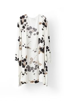 8fad3390 Ganni Ryder Crepe Kimono - Cream Japanese Flower. Åbentstående kimono med  print fra det danske
