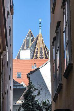Wiener Gasse (c) STADTBEKANNT - Das Wiener Online Magazin Heart Of Europe, Vienna, Austria, Louvre, Tower, Colorful, In This Moment, Building, Travel