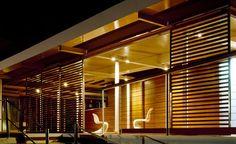 Vetro e legno trasformano uno stabilimento in un nuovo approdo ricreativo | Design Context