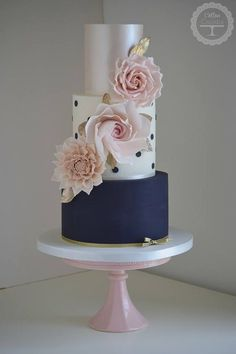 Cotton & Crumbs Wedding Cake Inspiration Beautiful wedding cakes for any type of wedding Creative Wedding Cakes, Beautiful Wedding Cakes, Gorgeous Cakes, Wedding Cake Designs, Pretty Cakes, Amazing Cakes, Bolo Tumblr, Blush Wedding Cakes, Gold Wedding