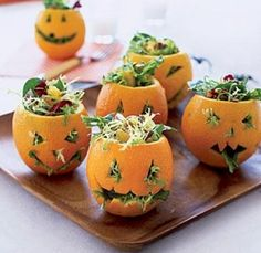 Looking for Halloween party food ideas? These 5 easy recipes for for Halloween party food ideas and tips put a Halloween twist on everyday ingredients! Halloween Snacks, Halloween Fingerfood, Teen Halloween Party, Recetas Halloween, Hallowen Food, Healthy Halloween, Holidays Halloween, Easy Halloween, Halloween Decorations