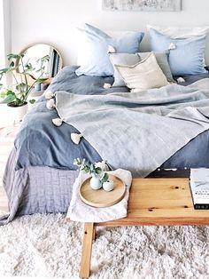 Der Schlaf ist uns heilig! Damit Euer Schlaferlebnis auch wirklich erholsam wird haben wir 8 Tipps für Euch, die Euch dabei helfen ganz traumhaft zu schlafen. // DIY Selbermachen How to Tipps Tricks Schlafen Erholen Entspannung Schlafzimmer Bett Kissen Decke Teppich #DIY #Howto #Tipps