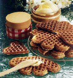Heart shaped Norwegian waffles for Valentine's Day - Norwegian Waffles, Norwegian Food, Norwegian Recipes, Bake Sale Packaging, Packaging Ideas, National Waffle Day, Good Morning Breakfast, Breakfast Time, Around The World Food