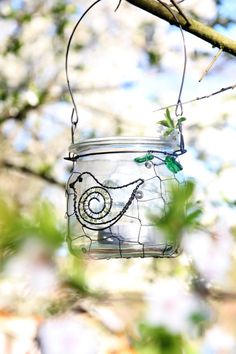 Ve větvoví... recy lucernička Wire Crafts, Metal Art, Night Light, Origami, Creations, Weaving, Bottle, Aliens, Repurpose