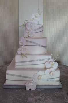 Make the ribbons a light green and take away some of the flowers and I'll have my simple and elegant cake.