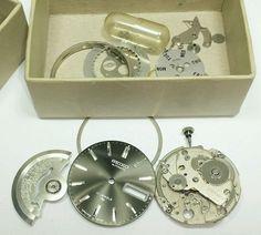 Vintage mens Seiko automatic 7006A mechanical watch movement parts lot #10G