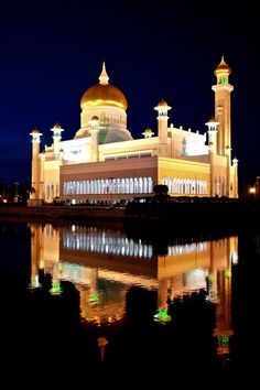 Sultan Omar Ali Saifuddin Mosque, Bandar Seri Begawan, capital of the Sultanate of Brunei Bandar Seri Begawan, English Dictionaries, Brunei, Mosque, Places Ive Been, Taj Mahal, Ali, The Neighbourhood, Around The Worlds