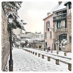 Reposting @frederic_photography.paris: Montmartre under the snow !!! First time since 5 years !! I #love my #city !! #paris 🇫🇷 . . . . . . #montmartre #sacrecoeur #france #snow #neigeparis #travel #photography #instagram #architecture #neige #instagood #picoftheday #beautiful #파리 #french #eiffel #instatravel #travelgram #parisianlife #parisienne #jaimeparis #citylight #cities #citiesoftheworld #photo #winter #winterwonderland