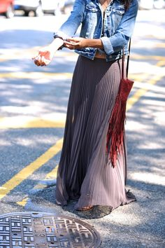Pleated maxi skirt, cropped denim jacket, fringed leather bag. Via Know your rights