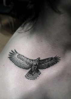 Small bird tattoo - I'm loving the details of this tiny bird tattoo. #TattooModels #tattoo