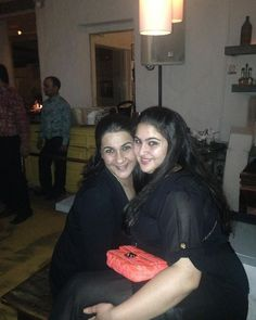 Sara Ali Khan Shares An Adorable Throwback Picture With Her Mother Amrita Singh and We Are In Total Awe ! - HungryBoo - Sara Ali Khan Shares An Adorable Throwback Picture With Her Mother Amrita Singh and We Are In Total - Bollywood Stars, Bollywood News, Bollywood Fashion, Bollywood Actress, Alia Bhatt Photoshoot, Throwback Pictures, Weight Transformation, Funky Dresses, Vintage Bollywood
