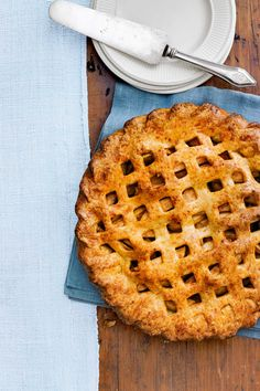 Cheddar Apple Pie Lighten Up! Replace the filling's granulated sugar with cup brown sugar and 2 tablespoons honey, and sub in low-fat Cheddar. 72 calories and 8 grams of fat per serving. Pin it to Save it! Classic Apple Pie Recipe, Best Apple Pie, Apple Pies, Easter Pie, Thanksgiving Pies, Apple Pie Recipes, Homemade Chocolate, Homemade Pies, Food Cravings