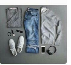 Casual.   Jeans, playera gris, sweter gris y tennis blancos