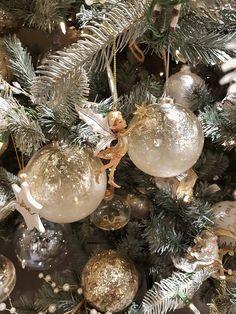 Vintage White Christmas, Victorian Christmas Ornaments, Christmas Trees, Christmas Holidays, Christmas Gifts, Christmas Decorations, Holiday Decor, Display, Mom