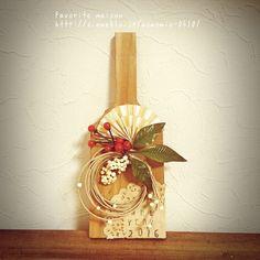 New year decoration / お正月飾り Japanese New Year, Chinese New Year, Christmas Crafts For Kids, Christmas Wreaths, New Years Decorations, Diy Wreath, Ikebana, Artificial Flowers, Seasonal Decor