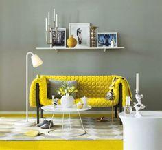Arrisque-se nos detalhes com pinceladas de yellow. Que tal começar pelo sofá?