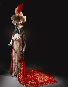 This amazing ensemble was designed by Lanvin in 1926 for Polish opera singer Ganna Walska, who at the time was generally considered one of the most beautiful women in the world. This fact proved extremely important to Walska's career as she apparently had a terrible voice and spent the majority of her career using her looks to ensnare of series of six increasingly wealthy husbands.