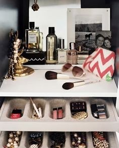 Use trays to organize your makeup! #drawers #makeup