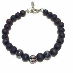 The Wood simple Noir by Crazydiams  22 perles de bois noir, beige ou marron, deux pierres (oeil de tigre ou hematite) et d'une perle ou tete de mort en acier inoxydable. Fermoir en acier reglable par mousqueton.