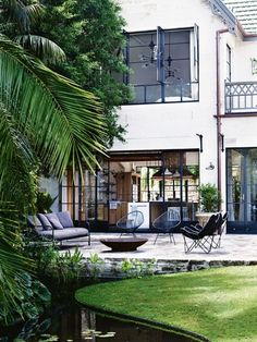 In 2011, Justin Hemmes, moved back into his family home, The Hermitage, a heritage-listed waterfront manse in Vaucluse.